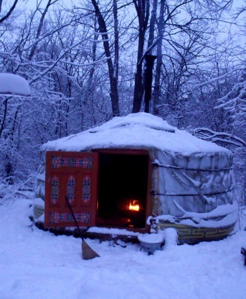 winteryurtmoonlodge